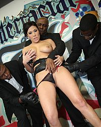 Asian vixen London Keyes treats a gang of black men with blowjobs